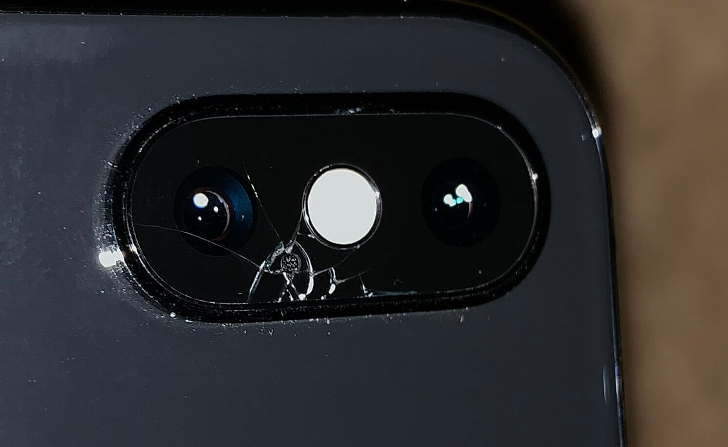 cracked camera iPhone Xs