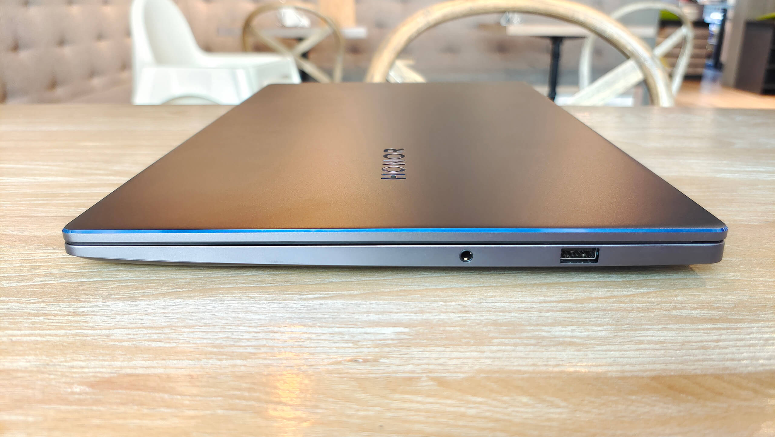 Honor MagicBook 15 (2021) Right Side