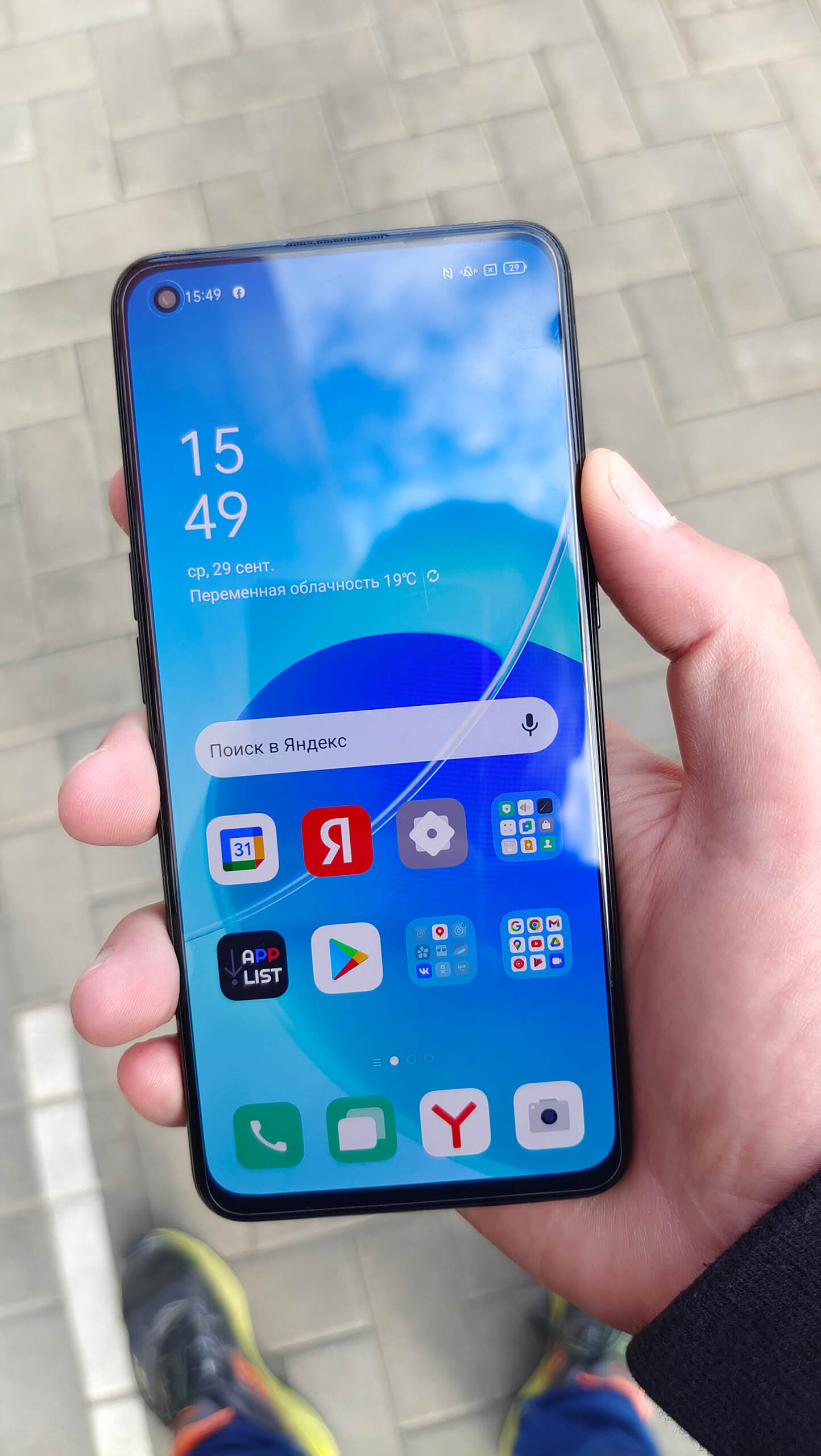 OPPO Reno 6 Appearance In Hands